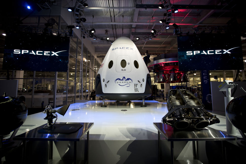 spacex-dragon-v2-001.jpg