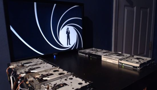 James Bond Theme met floppydrives