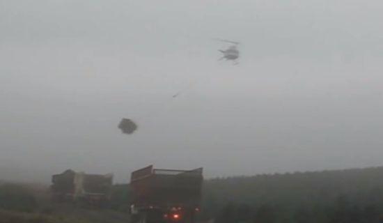 Kerstboom vervoeren per helikopter
