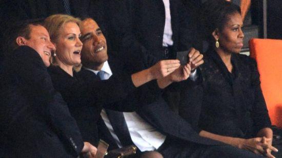 Obama doet een selfie bij herdenking Mandela
