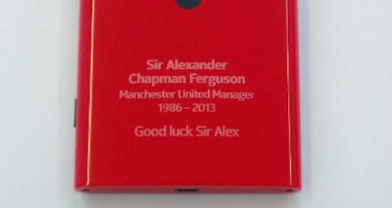 Sir Alexander Ferguson geëerd met Nokia Lumia 920