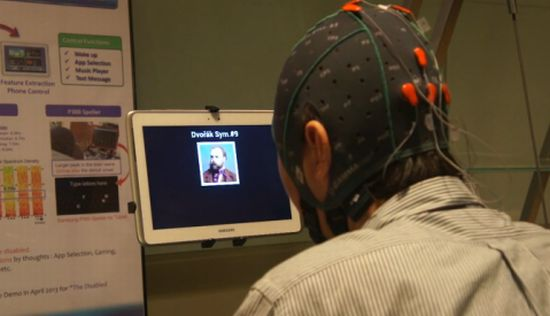 Tablet met hersenen besturen