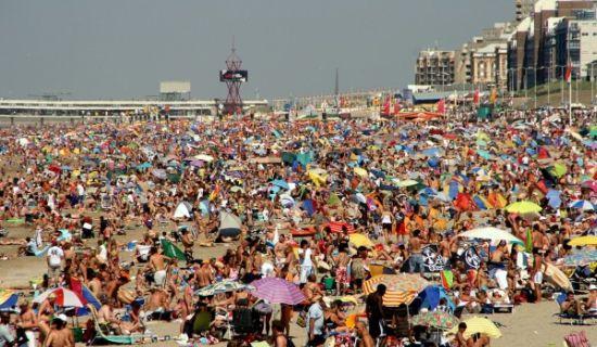 Afbeeldingsresultaat voor strand vol mensen