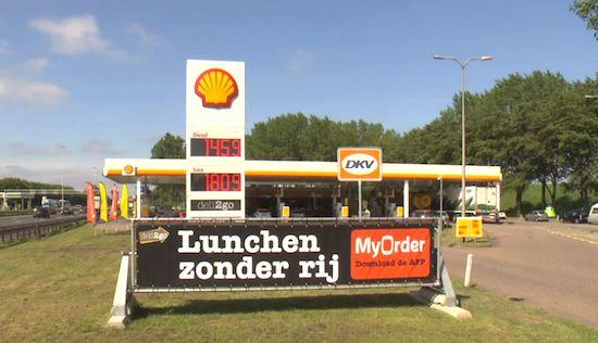 Tijdens het rijden eten & drinken bestellen bij Shell