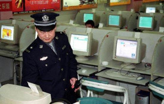 Internetpolitie! Opendoen!