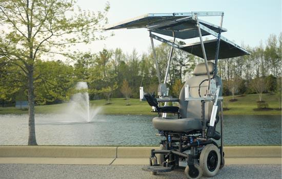 Elektrische rolstoel met zonnepanelen