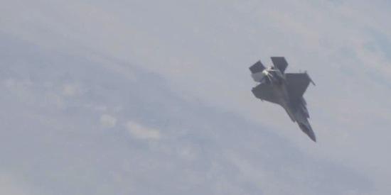 F-35 straaljager valt uit de lucht