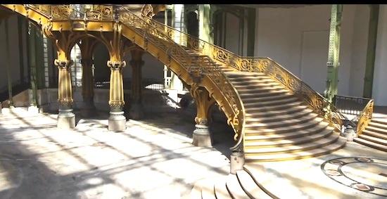 Drone-video: vlieg mee door het Franse Grand Palais