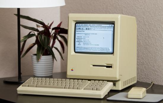 Kun je internetten met een 27 jaar oude Apple Mac Plus?