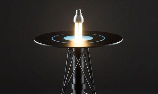 Lampen lichten magisch op boven deze magneettafel