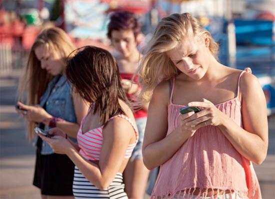 Meisjes en hun mobieltje