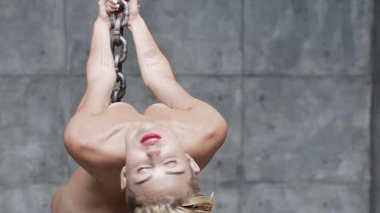 Miley Cyrus halfnaakt op Chatroulette