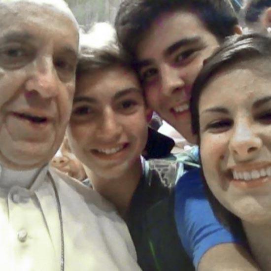 De Paus op een selfie