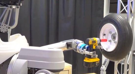 Video: Robot van Pentagon kan wielen wisselen