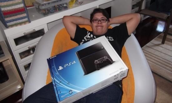 Paulo is blij met zijn PS4