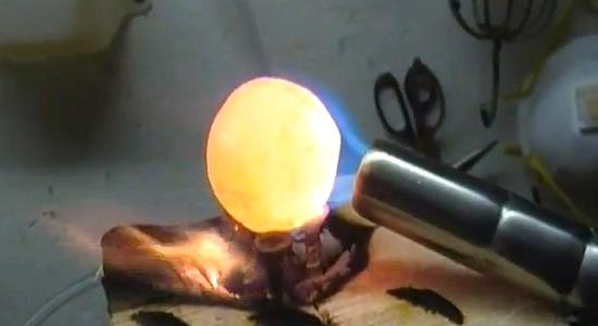 Video Top 6: Red Hot Nickel Ball valt door dingen