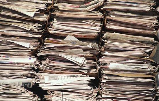 Enorme stapel papier zoekt hal