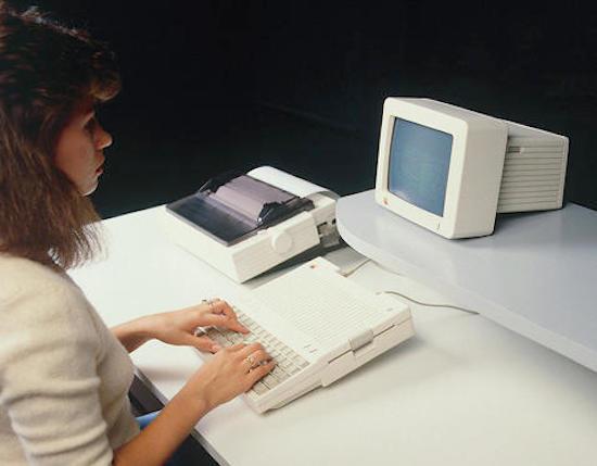 Apple IIC met losse monitor