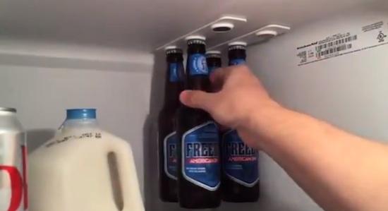 Hang je bierflesjes stijlvol in je koelkast met Bottleloft