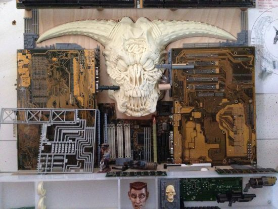 Doom-Sculptuur-Making-Off