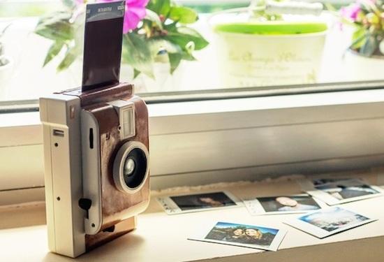 Lomo'Instant-camera drukt al je foto