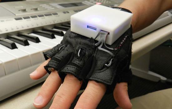 Met de Mobile Music Touch kan iedereen piano leren spelen