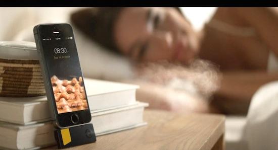 Deze wekker maakt je wakker met de geur van bacon