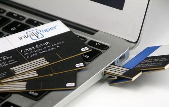 USB visitekaartjes worden geprint op papier