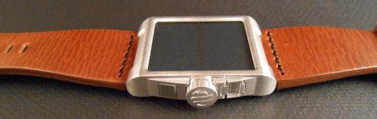 Met dit horloge kun je telefoons opladen