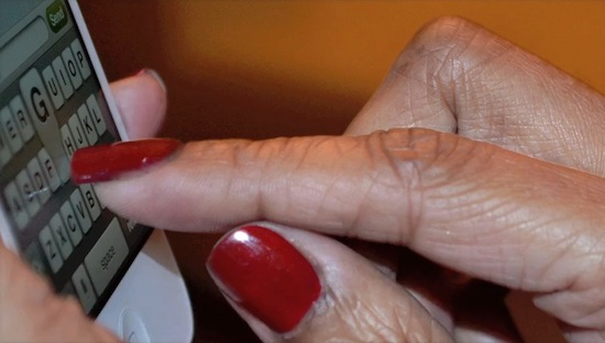 Rimpelvinger demonstreert Elektra Nails