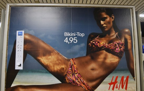 H&M trollen met een geniale Photoshop-sticker