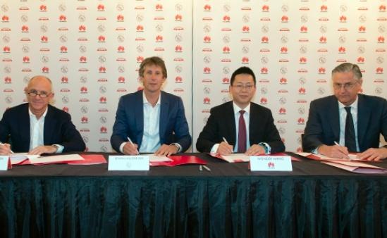 Huawei wordt sponsor van Ajax en brengt Wifi naar de Arena