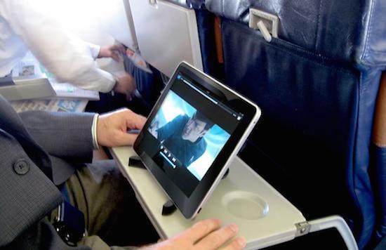 Luchtvaartmaatschappij streamt films naar eigen tablet