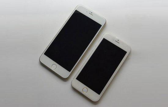 De twee nieuwe iPhone 6-versies naast elkaar
