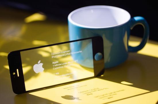 Een visitekaartje gemaakt van een daadwerkelijk iPhone-scherm