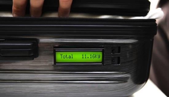 De zelfwegende koffer: uitkomst voor mensen die veel reizen?