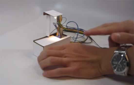 Deze lamp uit een 3D printer vouwt zichzelf op