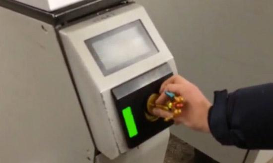 Metropoortjes hacken: het kan met speelgoed