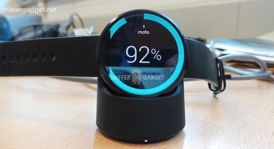 Zo wordt de Motorola Moto360 opgeladen