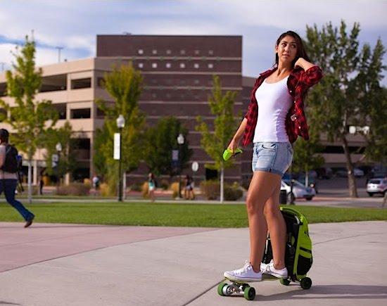 Deze rugzak kun je transformeren tot elektrisch skateboard