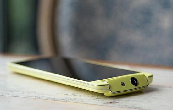 Foto's van Oppo N1 Mini met kantelbare camera duiken op