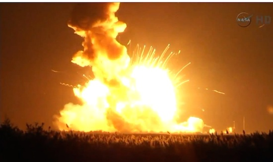 Kijk hoe NASA's Antares-raket vlak na de lancering ontploft