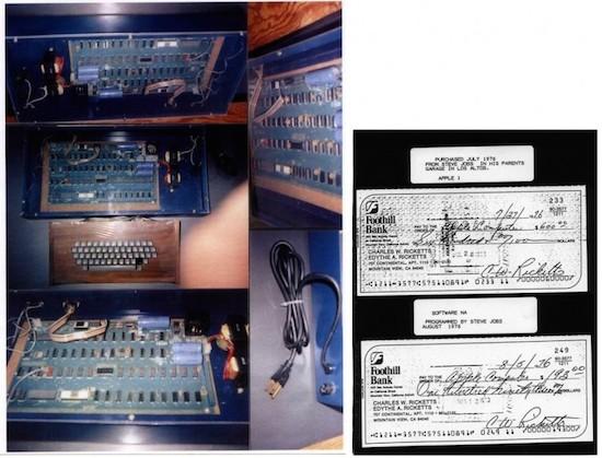 Foto van de Ricketts Apple-1 Personal Computer, inclusief de cheque waarmee hij werd afgetikt