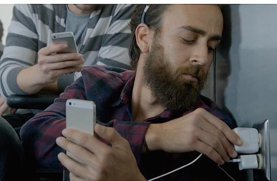 Samsung dist Apple in video: stelletje muurknuffelaars!