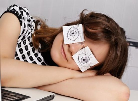 Slapen-tijdens-je-werk