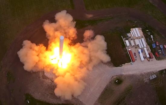 Drone filmt unieke beelden van SpaceX raket