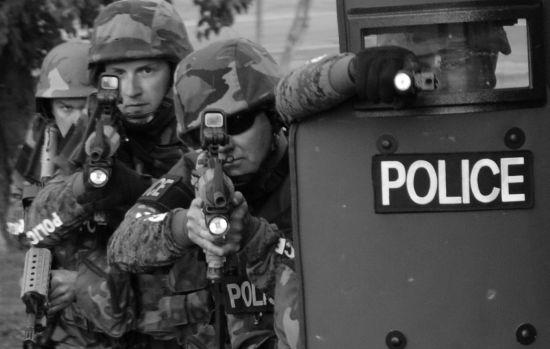 SWAT komt tijdens potje Counter Strike huis binnenstormen