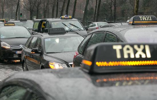 Woedende reactie van Neelie Kroes op verbod Uber België