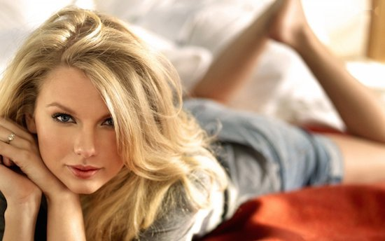 Taylor Swift op 1 in iTunes met een liedje vol ruis