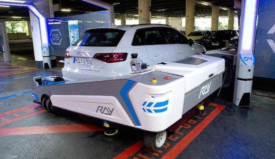 Deze valetrobot parkeert je auto 100% zelfstandig
